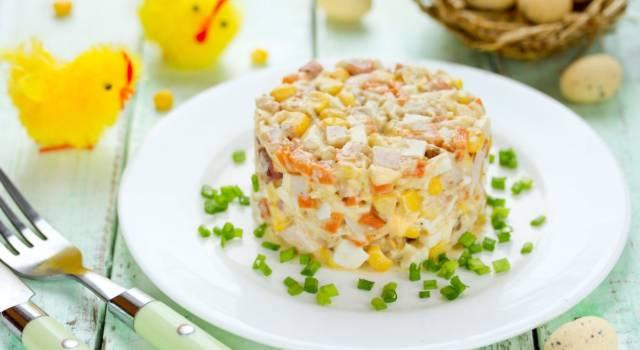 Delizioso antipasto di verdure con uova e maionese