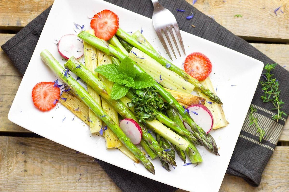 Insalata asparagi e rabarbaro