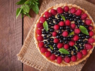 Crostata di frutta fresca, una torta che non passa mai di moda!
