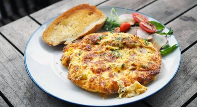 Facciamo la frittata di zucchine… senza uova