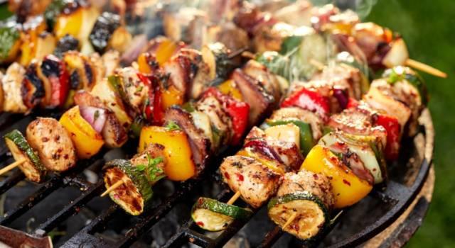 Come organizzare la grigliata perfetta? Il menù, i preparativi e… tutti i segreti