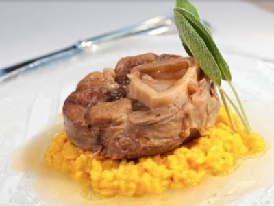 Risotto alla milanese: la ricetta originale con il midollo