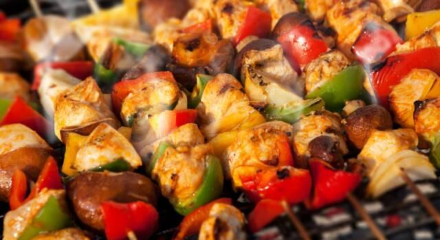 Spiedini di pollo: la ricetta intramontabile (con verdure)