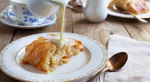 Goloso strudel senza glutine con salsa alla vaniglia