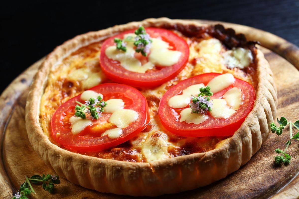 Torta salata pomodori e scamorza