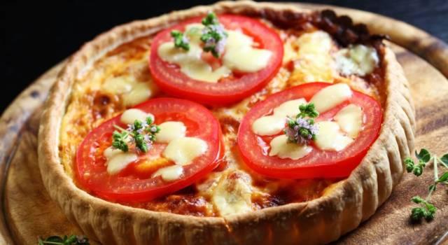 Rustica torta salata con pomodori e scamorza: buonissima!