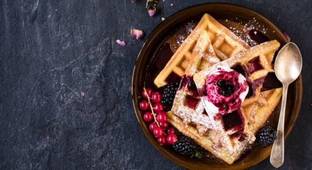 Golosissimi waffle ai frutti di bosco con gelato: prepariamoli insieme!