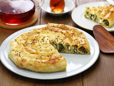 Direttamente dalla Turchia ecco il Burek, il rotolo di pasta fillo ripieno!