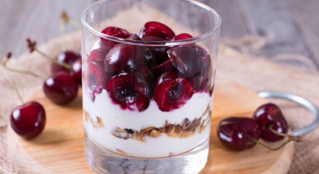 Golosissime coppette di mascarpone alle ciliegie: un dessert da leccarsi i baffi