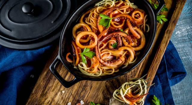 Particolari spaghetti di quinoa con sugo di calamari (gluten free)