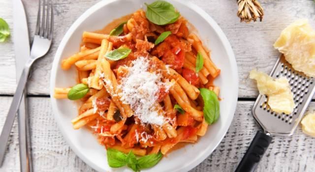 Buonissimo primo piatto di pasta con crema di peperoni e gorgonzola: la ricetta!