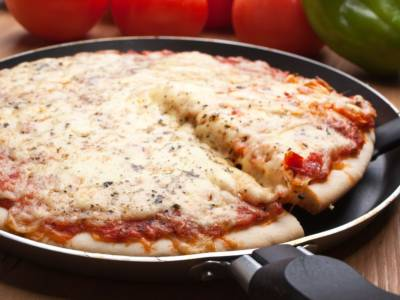 Avete mai provato la pizza in padella? Facile, veloce e buonissima!