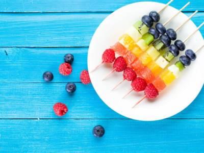 Spiedini di frutta: vi svolteranno la giornata!