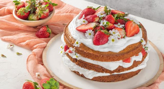 Golosissima torta panna e fragole