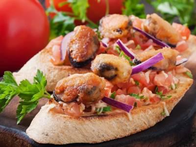 Crostini con cozze e pomodorini: un antipasto sfizioso per una favolosa cena di pesce!
