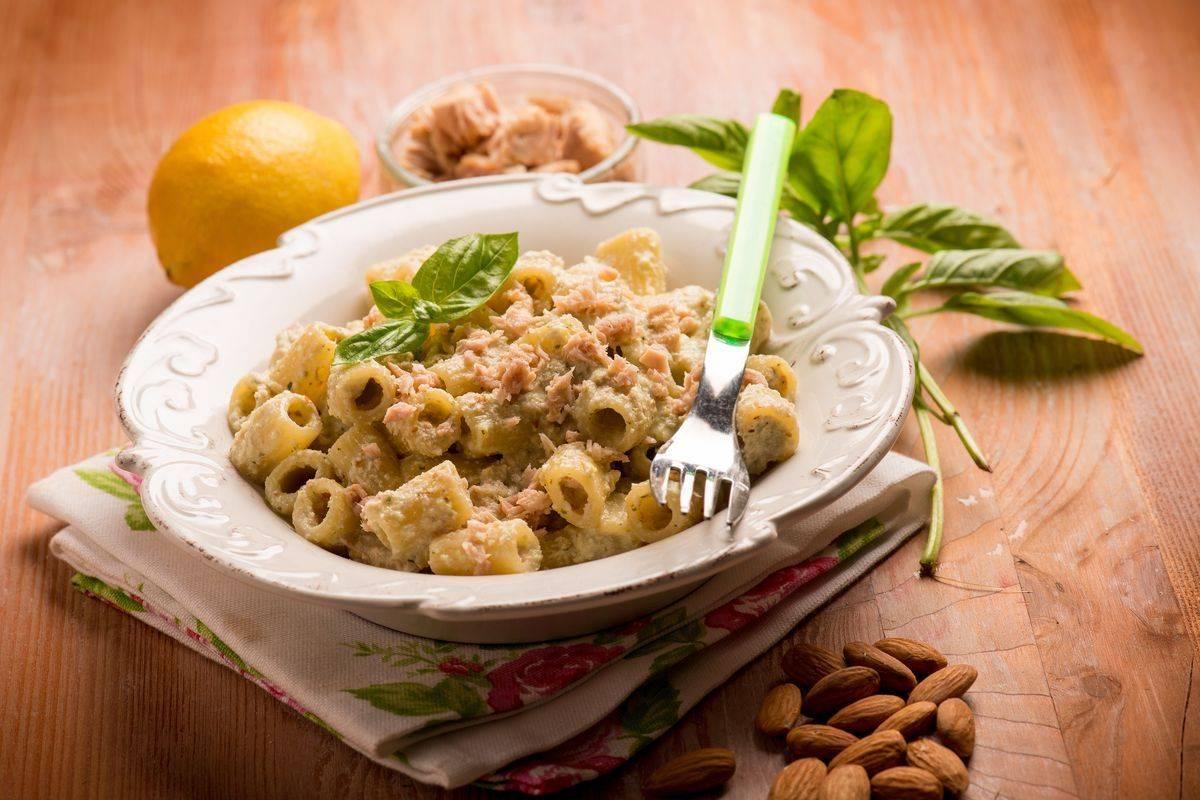 Pasta con crema di zucchine e tonno