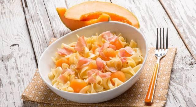 Pasta fredda con prosciutto crudo e melone: un primo piatto freschissimo!
