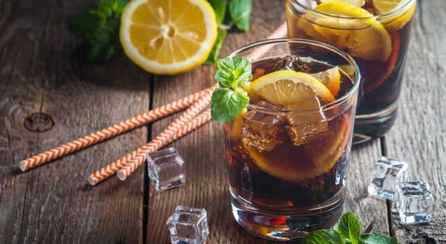Prepariamo il cuba libre: il cocktail con rum e coca cola