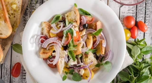 Insalata con crostini aromatizzati: un'idea per le vostre cene estive!