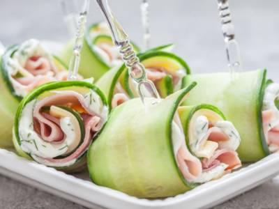 Facili, leggeri e perfetti per l'estate: sono gli involtini di zucchine grigliate e prosciutto