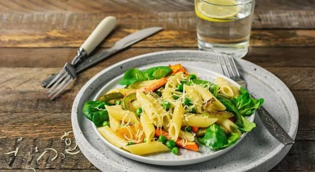 Un primo piatto facilissimo, la pasta ai piselli e carote