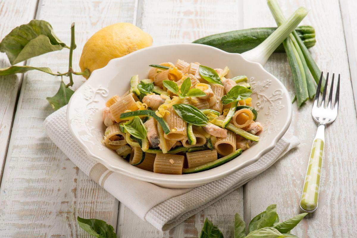 pasta fredda zucchine e salmone