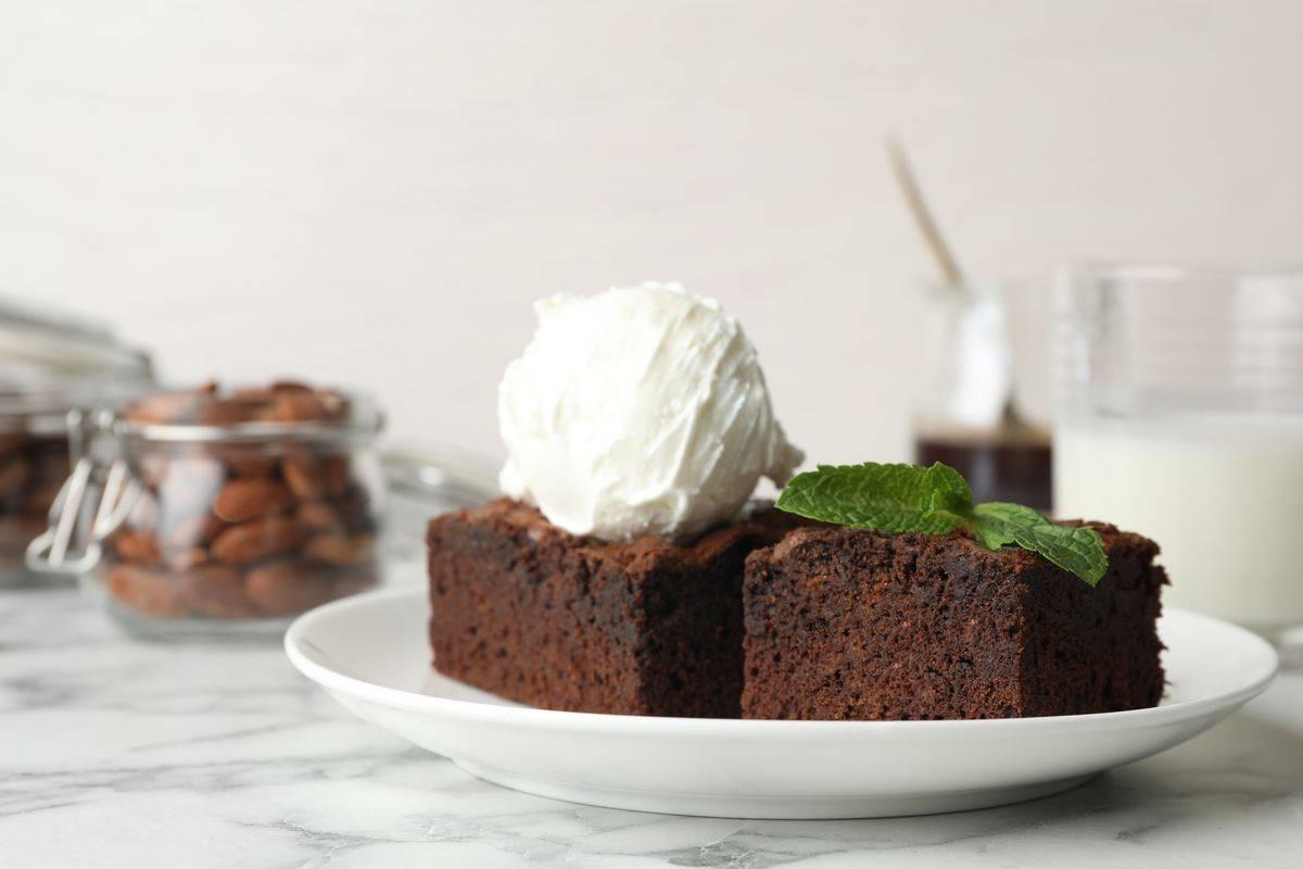 brownies al cioccolato con gelato