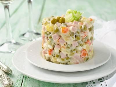 Come si fa l'insalata russa fatta in casa, la Regina di tutti gli antipasti!