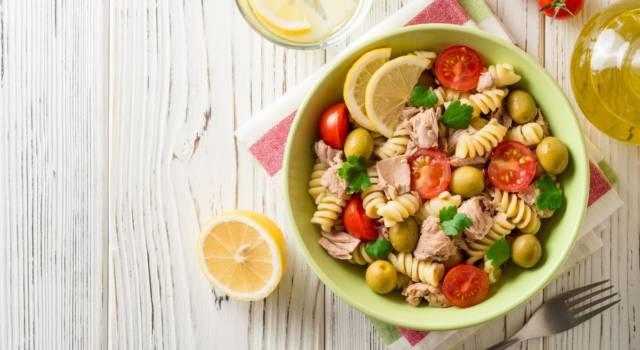 Pasta fredda tonno e pomodorini: un piatto estivo e ricco di colore!