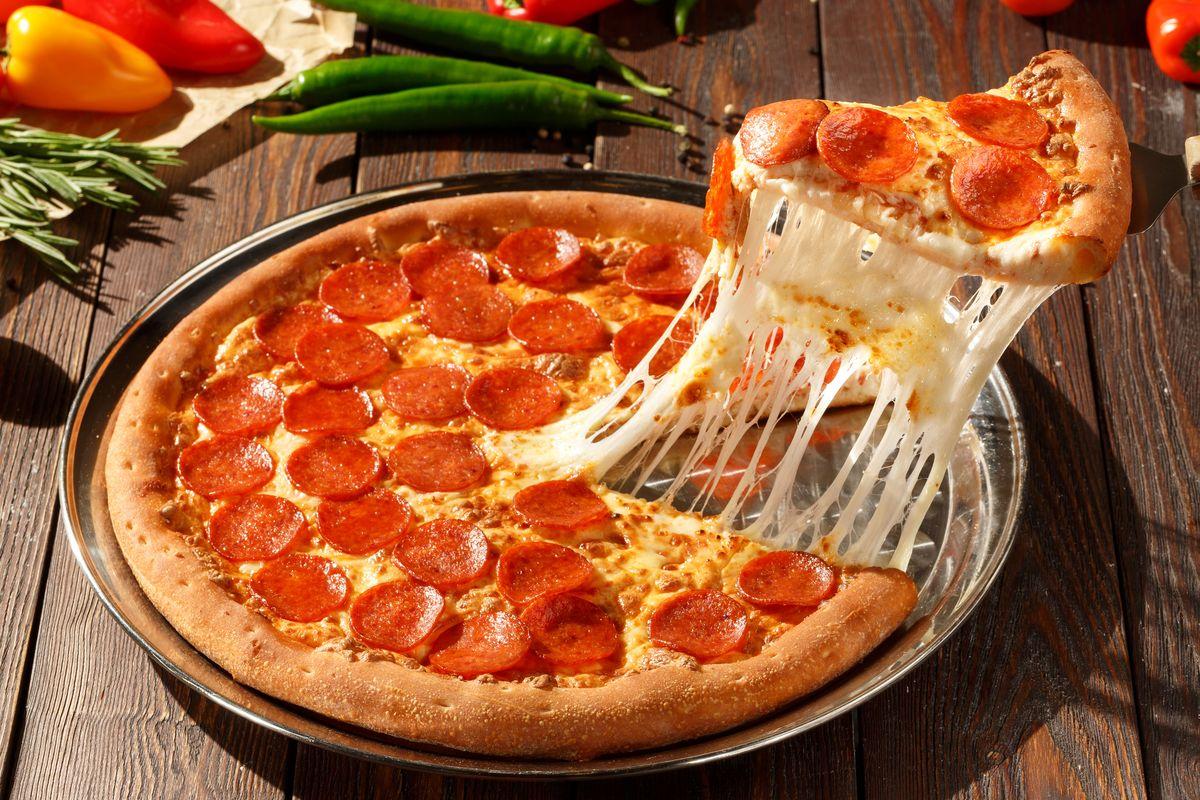 Pizze assurde: il giro del mondo in 7 rivisitazioni che non avreste mai voluto vedere