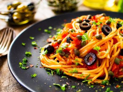 Spaghetti alla puttanesca: un primo piatto facile e saporito!