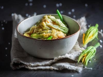 Fiori di zucca fritti con pastella senza uova ma croccantissima