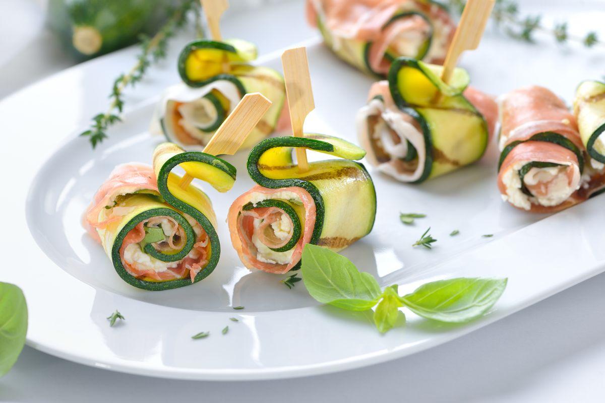 Involtini di zucchine grigliate con prosciutto