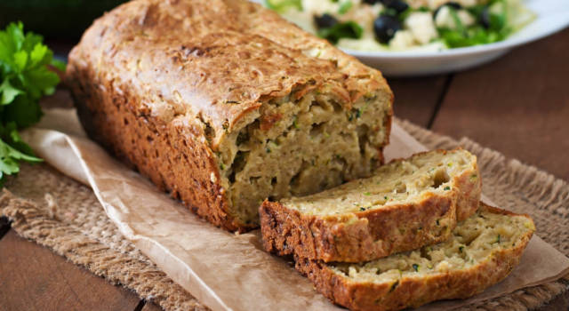 Torta salata vegana alle verdure alta e soffice!