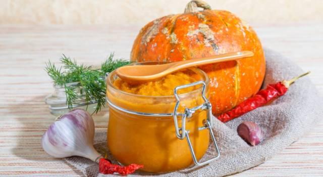 Pesto di zucca e mandorle fatto casa: buono, salutare e… vegano!