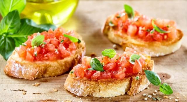 La ricetta della bruschetta al pomodoro perfetta (e le regole d'oro per bruschette sfiziose)