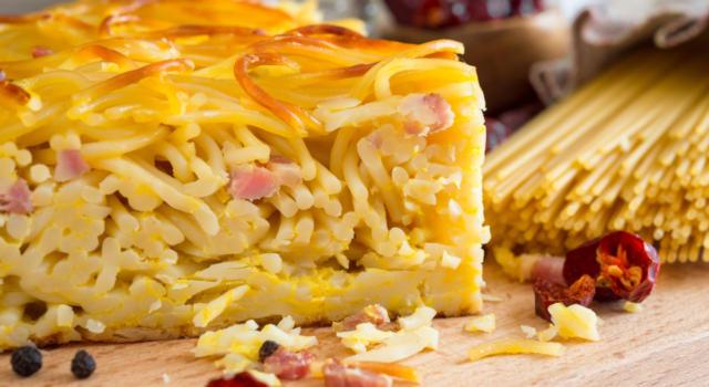 Cosa cucino oggi? Ecco a voi la frittata di pasta, la ricetta svuota frigo!