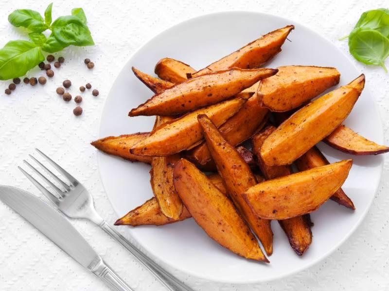 Avete mai provato le patate dolci al forno con rosmarino? Sono una prelibatezza!
