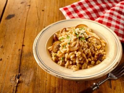 Risotto ai funghi e zafferano, la ricetta del primo piatto vegano!