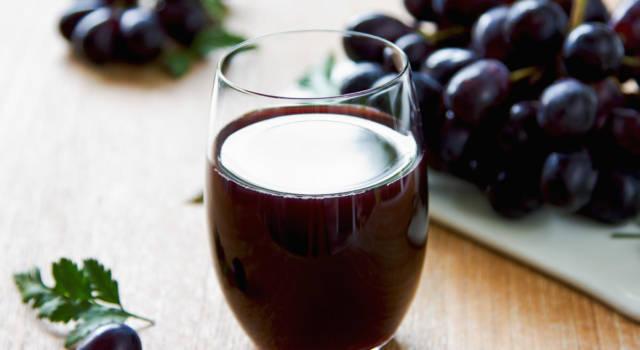 Succo d'uva fatto in casa, una bibita fresca e naturale
