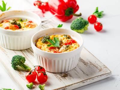 Sai che è possibile cucinare con il microonde? Le ricette veloci che ti sorprenderanno