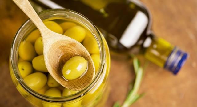 Olive in salamoia fatte in casa: l'aperitivo è servito!