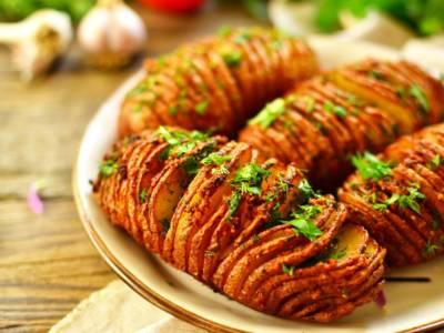 Facciamo le patate al forno della tradizione svedese: le patate Hasselback