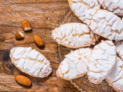 Prepariamo insieme i Ricciarelli, il dolce toscano tipico del Natale!