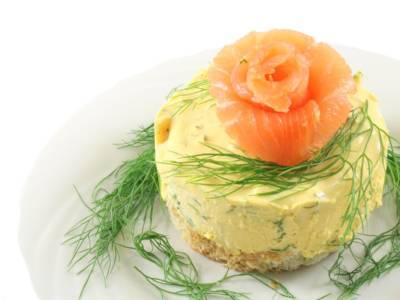 Mini cheesecake salate al salmone: il finger food perfetto