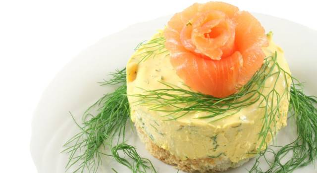 Mini cheesecake salate al salmone: il finger food perfetto