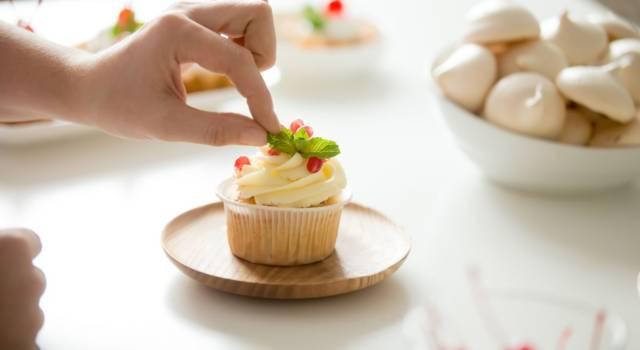 Cupcake allo sciroppo d'acero con crema di yogurt e succo di melograno: da provare!