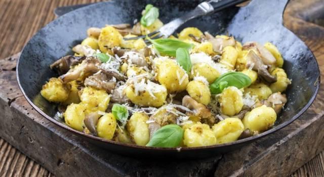 Gnocchi gratinati ai funghi: che buono questo primo piatto!