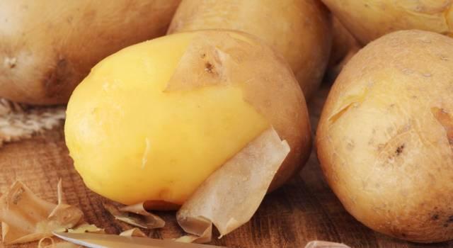 Come pelare le patate bollite nel modo giusto: i consigli della nonna