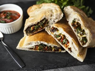 Un'ottima alternativa vegana: ecco il calzone con broccoli e tofu!